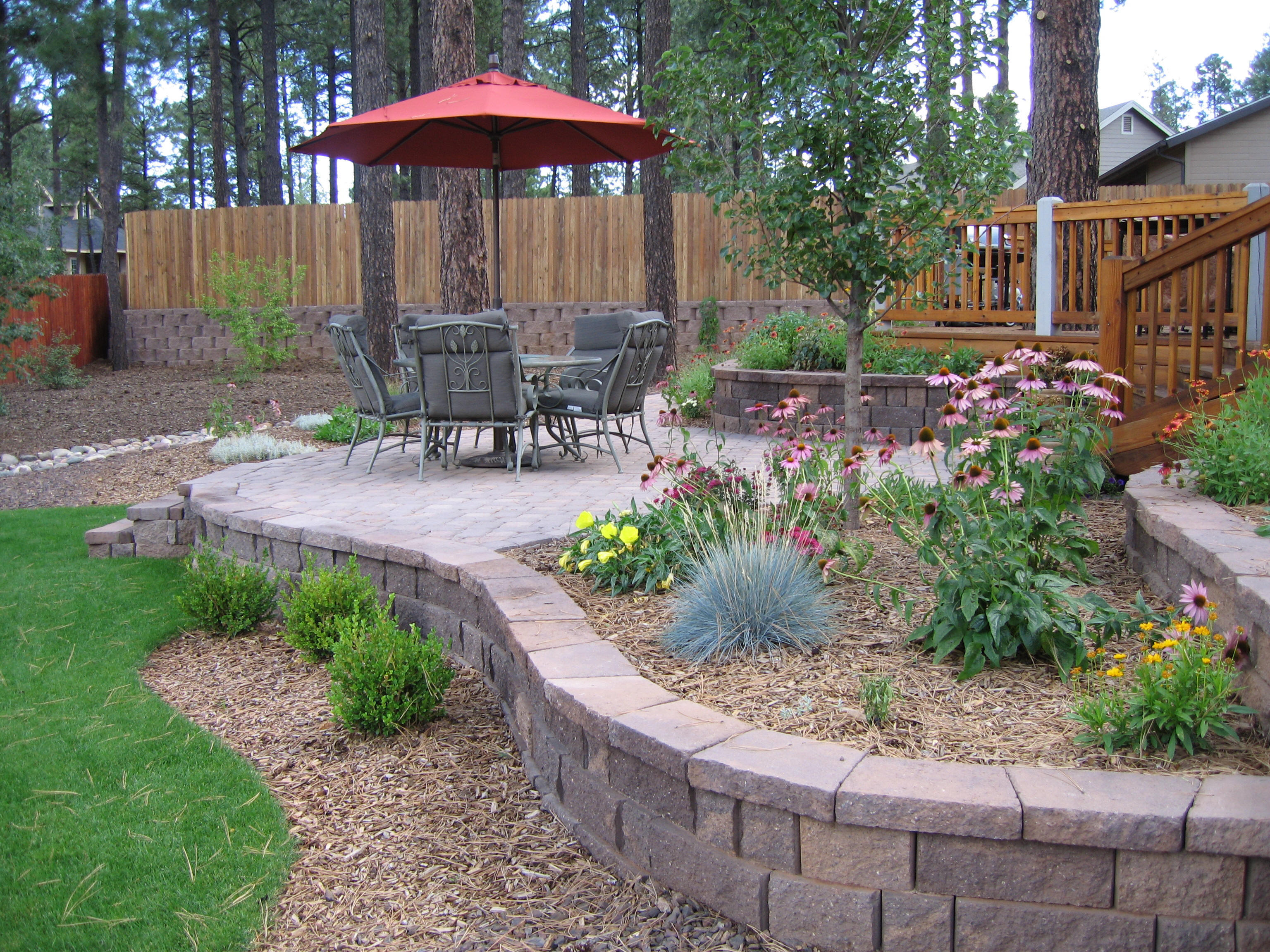 Easy landscaping ideas for beginners and not so green for Small back patio designs