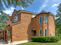brick-siding-executive-luxury-townhome-one-marilyn-32
