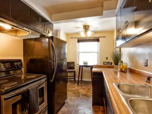 185-thaler-avenue-super-cute-kitchener-condo-kitchen-2